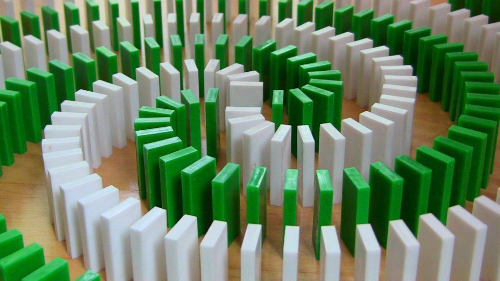 układanie domino