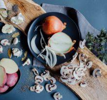 Flora bakteryjna jelit potrzebuje prebiotyków - tych dostarczy np. cebula