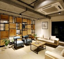 Klimatyzacja w domu - klimatyzator sufitowy w salonie